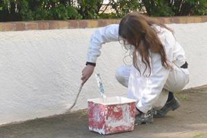 une-femme-peintre-de-l-atelier-des-2-rives